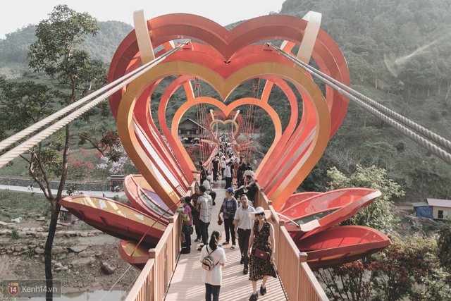 Tranh cãi xoay quanh yếu tố thẩm mỹ của cây cầu 5D đang gây sốt ở Mộc Châu: Khen đẹp thì ít nhưng chê bai sến súa, lạc lõng nhiều vô kể - Ảnh 47.