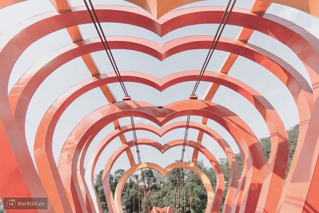 Tranh cãi xoay quanh yếu tố thẩm mỹ của cây cầu 5D đang gây sốt ở Mộc Châu: Khen đẹp thì ít nhưng chê bai sến súa, lạc lõng nhiều vô kể - Ảnh 10.