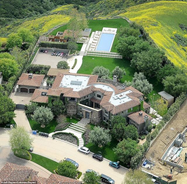 Biết nhà Kardashian giàu nhưng ai ngờ giàu đến độ này: Thầu hẳn khu đất khổng lồ xây 6 biệt thự trăm tỉ chỉ vì 1 lý do đơn giản - Ảnh 10.