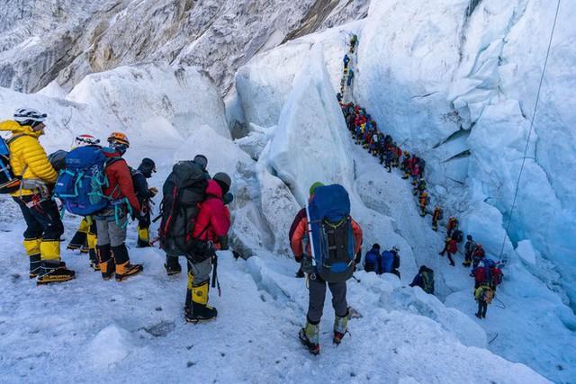 Núi tử thần Everest: Nơi cái chết được coi là cuộc chơi và những lỗ hổng chưa được ai chắp vá - Ảnh 2.