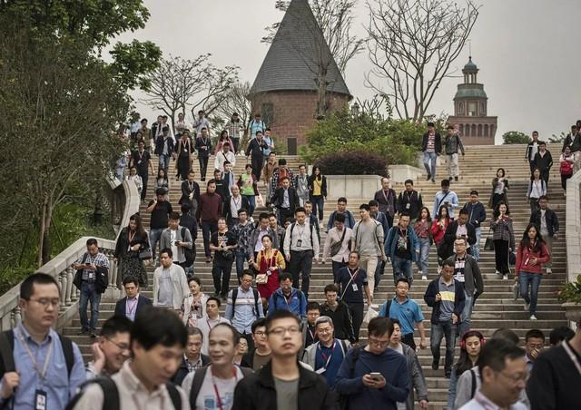 Đại bản doanh của Huawei ở Trung Quốc đẹp tựa châu Âu thu nhỏ, nhân viên đi làm mà cứ như đi nghỉ dưỡng - Ảnh 11.