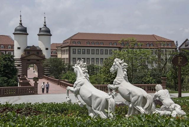 Đại bản doanh của Huawei ở Trung Quốc đẹp tựa châu Âu thu nhỏ, nhân viên đi làm mà cứ như đi nghỉ dưỡng - Ảnh 15.