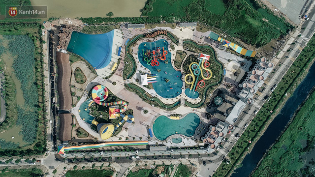Người dân Hà Nội thích thú trải nghiệm công viên nước hiện đại nhất Thủ đô trong ngày đầu mở cửa - Ảnh 2.