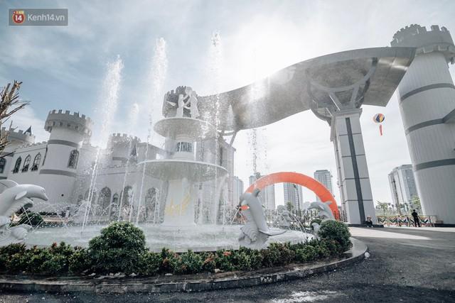 Người dân Hà Nội thích thú trải nghiệm công viên nước hiện đại nhất Thủ đô trong ngày đầu mở cửa - Ảnh 11.