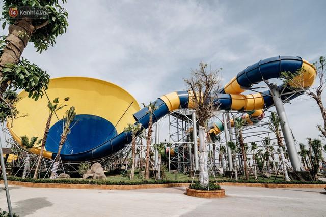 Người dân Hà Nội thích thú trải nghiệm công viên nước hiện đại nhất Thủ đô trong ngày đầu mở cửa - Ảnh 12.