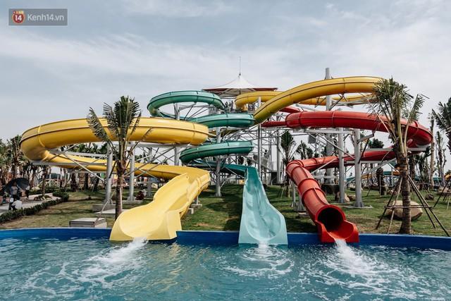 Người dân Hà Nội thích thú trải nghiệm công viên nước hiện đại nhất Thủ đô trong ngày đầu mở cửa - Ảnh 23.