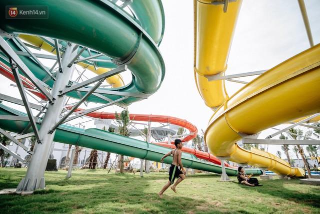 Người dân Hà Nội thích thú trải nghiệm công viên nước hiện đại nhất Thủ đô trong ngày đầu mở cửa - Ảnh 24.