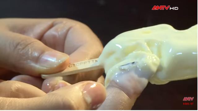 Kinh hãi quy trình sản xuất kem siêu bẩn tại Hà Nội: Coi chừng nhiễm melamin, ngộ độc vì chuộng ăn kem vị lạ giá rẻ! - Ảnh 4.