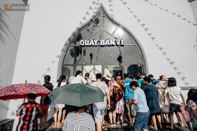 Người dân Hà Nội thích thú trải nghiệm công viên nước hiện đại nhất Thủ đô trong ngày đầu mở cửa - Ảnh 5.