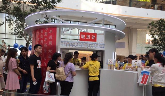 Chiến tranh thương mại căng thẳng, dân Trung Quốc thể hiện tinh thần dân tộc qua… trà sữa: Xếp hàng 5 tiếng, sẵn sàng chi gần 2 triệu đồng/cốc ủng hộ thương hiệu nội địa - Ảnh 2.