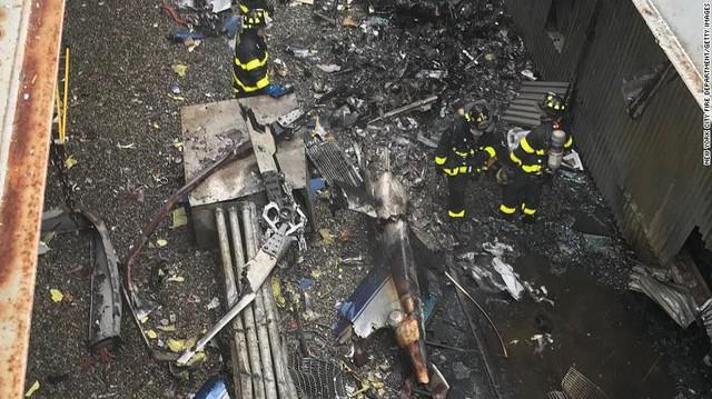 Người New York lo sợ Bóng ma khủng bố 11/9 khi trực thăng đâm vào nhà cao tầng - Ảnh 2.