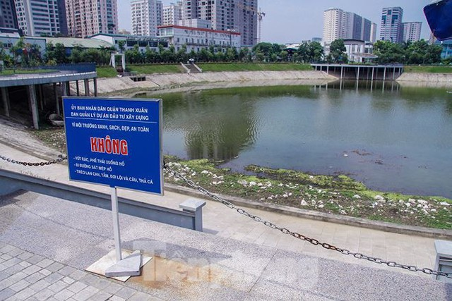 Công viên 300 tỷ cạn nước, ô nhiễm những ngày nắng gắt - Ảnh 13.