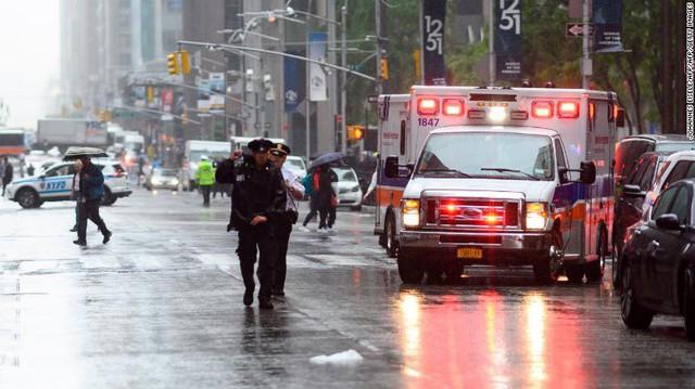 Người New York lo sợ Bóng ma khủng bố 11/9 khi trực thăng đâm vào nhà cao tầng - Ảnh 6.