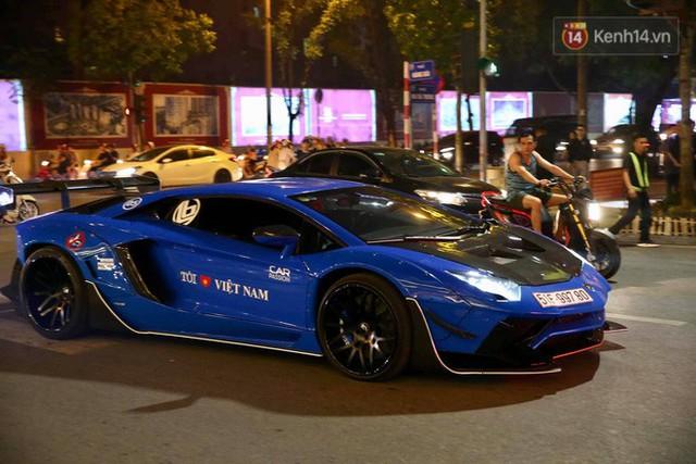 Clip: Dàn siêu xe hơn 300 tỷ rầm rộ tụ họp trên đường phố Hà Nội, Cường Đô La và vợ cũng xuất hiện với chiếc Audi R8V10 - Ảnh 3.