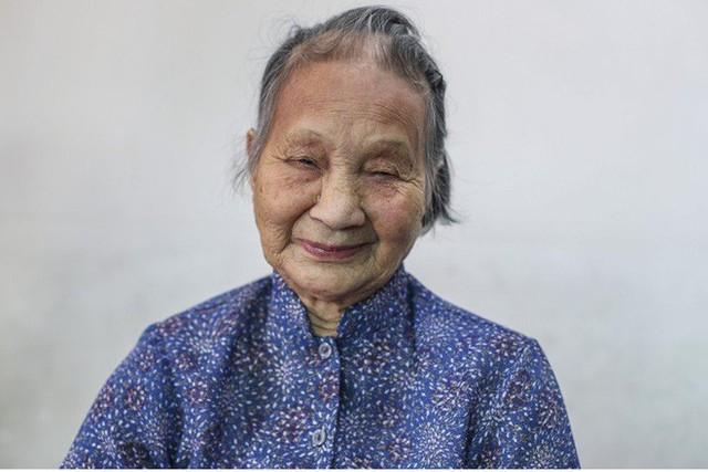 Hủ tục sắp đặt hôn nhân ở Hong Kong: Cô dâu khóc 3 ngày 3 đêm trước khi kết hôn, cả đời hát bài ca oán trách người mai mối - Ảnh 1.