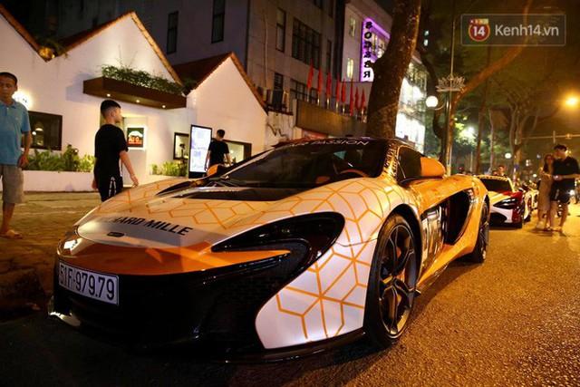 Clip: Dàn siêu xe hơn 300 tỷ rầm rộ tụ họp trên đường phố Hà Nội, Cường Đô La và vợ cũng xuất hiện với chiếc Audi R8V10 - Ảnh 12.