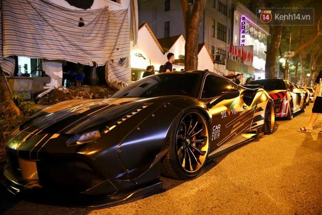 Clip: Dàn siêu xe hơn 300 tỷ rầm rộ tụ họp trên đường phố Hà Nội, Cường Đô La và vợ cũng xuất hiện với chiếc Audi R8V10 - Ảnh 14.