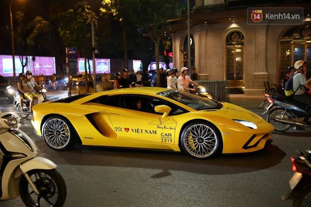 Clip: Dàn siêu xe hơn 300 tỷ rầm rộ tụ họp trên đường phố Hà Nội, Cường Đô La và vợ cũng xuất hiện với chiếc Audi R8V10 - Ảnh 15.