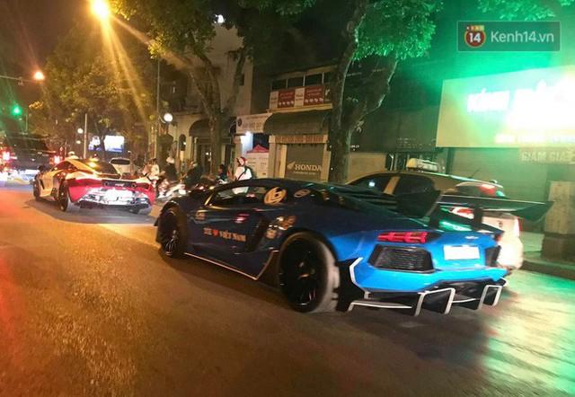 Clip: Dàn siêu xe hơn 300 tỷ rầm rộ tụ họp trên đường phố Hà Nội, Cường Đô La và vợ cũng xuất hiện với chiếc Audi R8V10 - Ảnh 4.