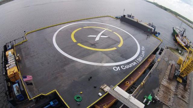 SpaceX kiện chính phủ Mỹ vì bị gạt khỏi bản hợp đồng tên lửa trị giá 2 tỷ USD, đây không phải lần đầu tiên Elon Musk làm vậy - Ảnh 2.