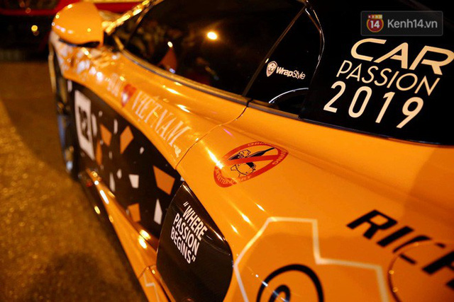 Clip: Dàn siêu xe hơn 300 tỷ rầm rộ tụ họp trên đường phố Hà Nội, Cường Đô La và vợ cũng xuất hiện với chiếc Audi R8V10 - Ảnh 11.