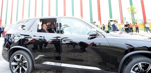 Thủ tướng Nguyễn Xuân Phúc: VinFast là minh chứng rằng, người Việt Nam chúng ta có thể làm được những điều mà thế giới làm được - Ảnh 2.