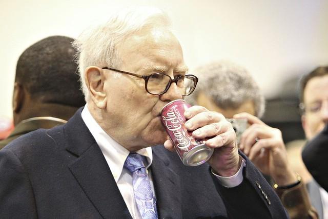 Bí quyết trẻ khỏe ngược đời của tỉ phú U90 Warren Buffett: Tôi ăn như đứa trẻ 6 tuổi - Ảnh 2.