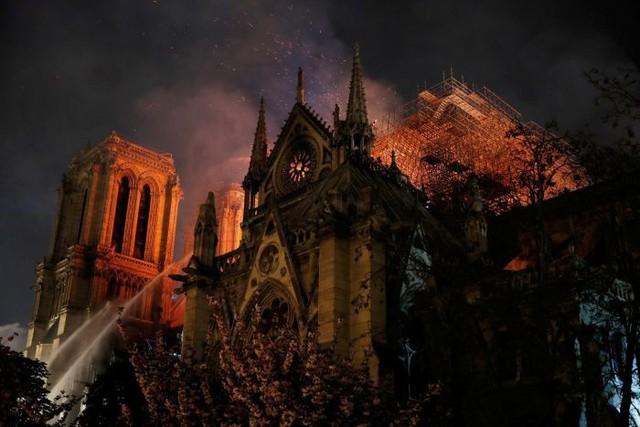 Tỷ phú hứa hẹn nhưng chưa chi 1 xu, Pháp xây dựng lại Nhà thờ Đức Bà Paris thế nào? - Ảnh 1.