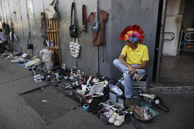 Lâm cảnh khó khăn, người dân Venezuela tích cực dùng đồ tái chế - Ảnh 7.