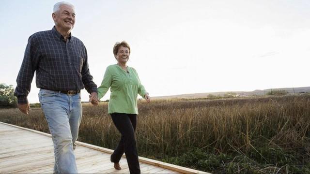 Cuối cùng khoa học cũng biết: Tại sao phụ nữ luôn sống thọ hơn nam giới? - Ảnh 2.