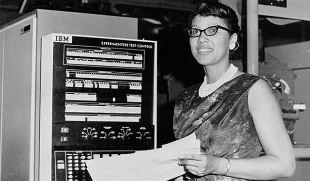 Chuyện về 3 người phụ nữ giúp NASA lần đầu chinh phục không gian thành công nhưng lại bị chính nước Mỹ lãng quên - Ảnh 2.