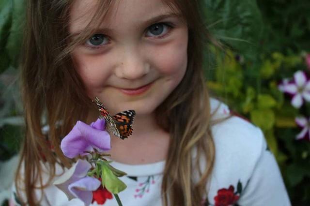 Khu vườn quá đỗi thơ mộng với hoa và rau quả của người mẹ đơn thân cùng cô con gái nhỏ xinh đẹp - Ảnh 4.