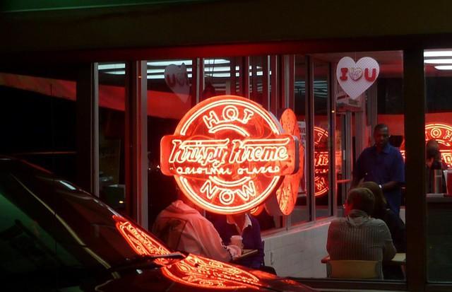 Krispy Kreme: Gần 90 năm chỉ bán mỗi bánh Donut, đi qua 2 cuộc khủng hoảng kinh tế, phát triển rực rỡ với hơn 1.100 cửa tiệm tại 25 quốc gia - Ảnh 4.