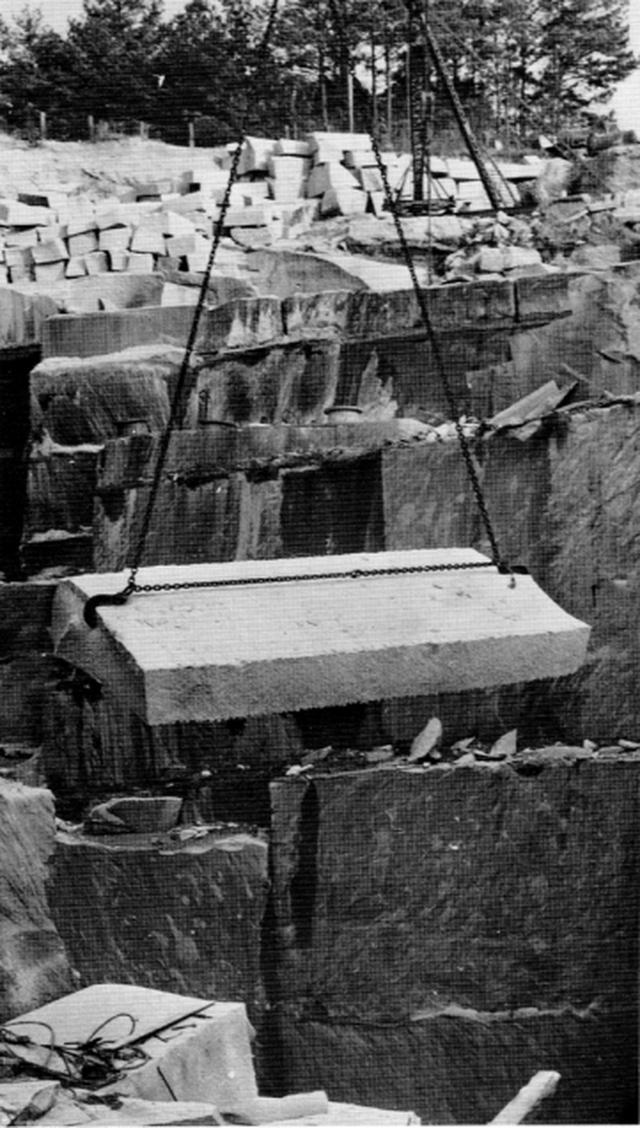 Cuốn cẩm nang khổng lồ làm bằng đá granite, hướng dẫn con người phải làm gì nếu như đại họa tận thế xảy ra - Ảnh 4.
