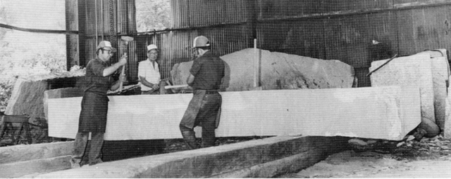 Cuốn cẩm nang khổng lồ làm bằng đá granite, hướng dẫn con người phải làm gì nếu như đại họa tận thế xảy ra - Ảnh 5.
