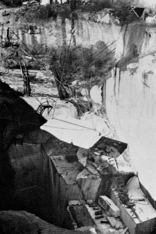 Cuốn cẩm nang khổng lồ làm bằng đá granite, hướng dẫn con người phải làm gì nếu như đại họa tận thế xảy ra - Ảnh 6.