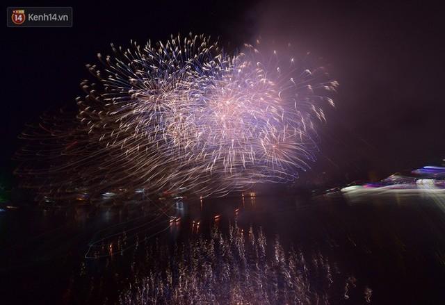 Ngắm màn tranh tài giữa Việt Nam và Nga trong Lễ hội pháo hoa quốc tế 2019 ở Đà Nẵng - Ảnh 14.