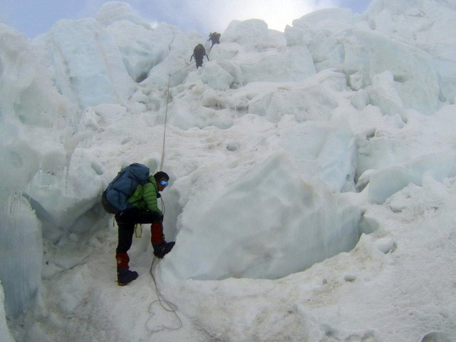 10 facts many people do not know about the journey to conquer Everest: Super expensive, unprepared, only die - Photo 9.