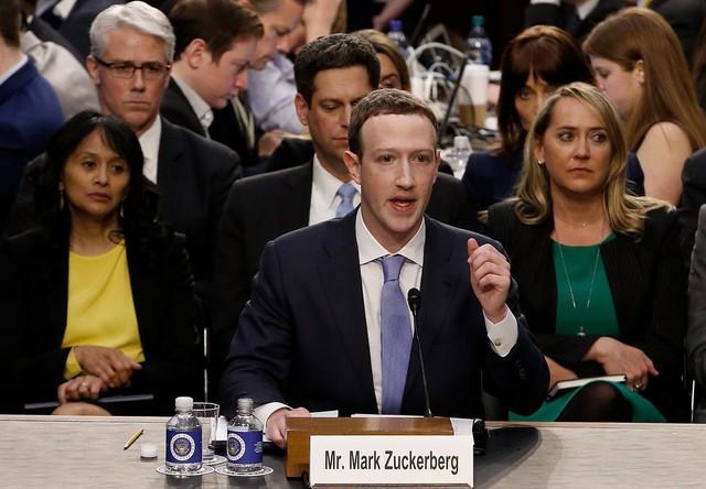 Rơi 16 bậc xếp hạng tín nhiệm chỉ trong 1 năm: Nhân viên Facebook đang ngày càng bất mãn với Mark Zuckerberg - Ảnh 2.