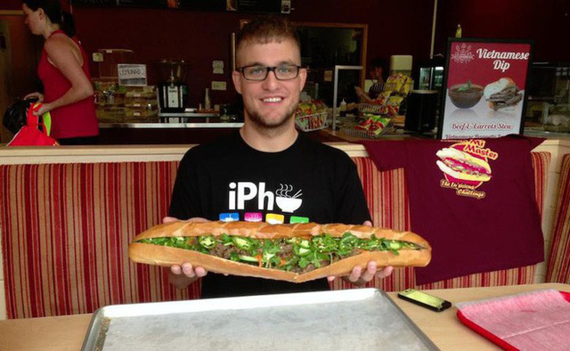 """Ở Mỹ, mọi món ăn đều có phiên bản """"siêu to khổng lồ"""" và bánh mì Việt Nam cũng không ngoại lệ - Ảnh 7."""