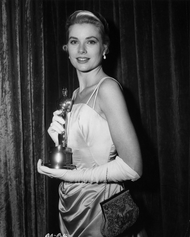 Cuộc đời ly kỳ của Grace Kelly: Tiểu thư triệu phú bỏ tượng vàng Oscar để thành Công nương hoàng gia và cái chết bí ẩn - Ảnh 2.