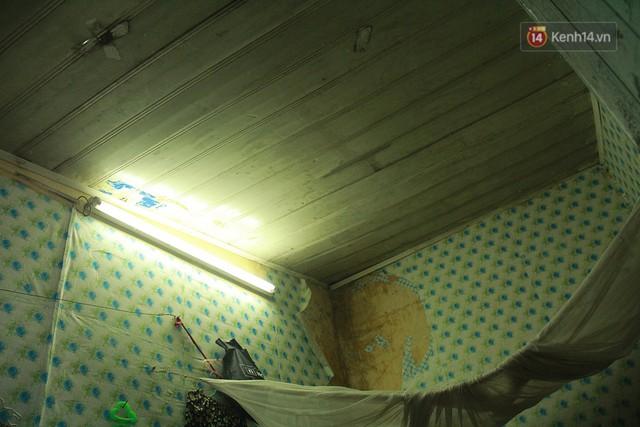 Dân xóm nghèo oằn mình trong những căn phòng trọ lợp mái tôn gần 50 độ C giữa lòng Hà Nội: Cái nóng hầm hập như muốn luộc chín người - Ảnh 11.