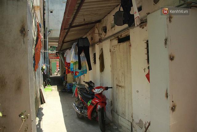 Dân xóm nghèo oằn mình trong những căn phòng trọ lợp mái tôn gần 50 độ C giữa lòng Hà Nội: Cái nóng hầm hập như muốn luộc chín người - Ảnh 9.