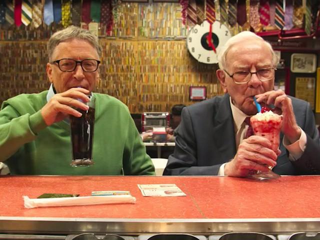 Bill Gates: Warren Buffett là nguồn sống vô giá trong giai đoạn bão tố nhất sự nghiệp của tôi và là người dạy tôi cách cười nhiều hơn! - Ảnh 2.
