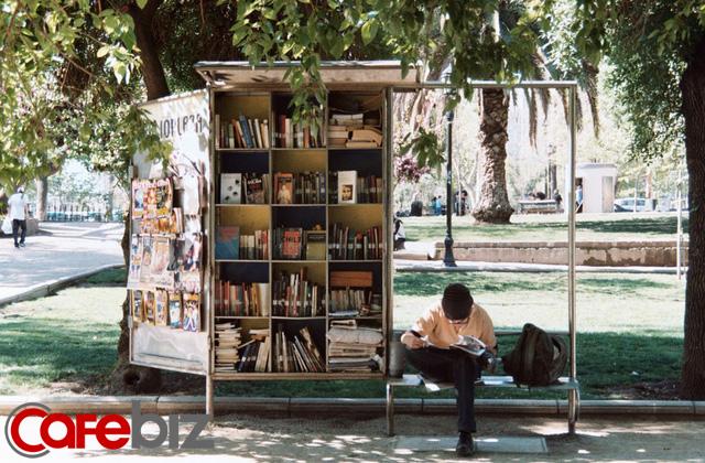 Đọc sách có 3 giai đoạn, đời người cũng có 3 tầng cảnh giới: Điều tuyệt diệu nhất trên đời là đọc sách và đọc chính chúng ta! - Ảnh 1.