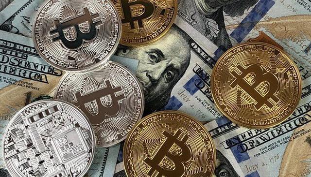 Giải mã nguyên nhân giá vàng vọt đỉnh, Bitcoin tăng điên cuồng lên 11000$ - Ảnh 1.