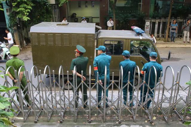 Toà trả hồ sơ vụ ông Nguyễn Hữu Linh sàm sỡ bé gái trong tháng máy - Ảnh 1.