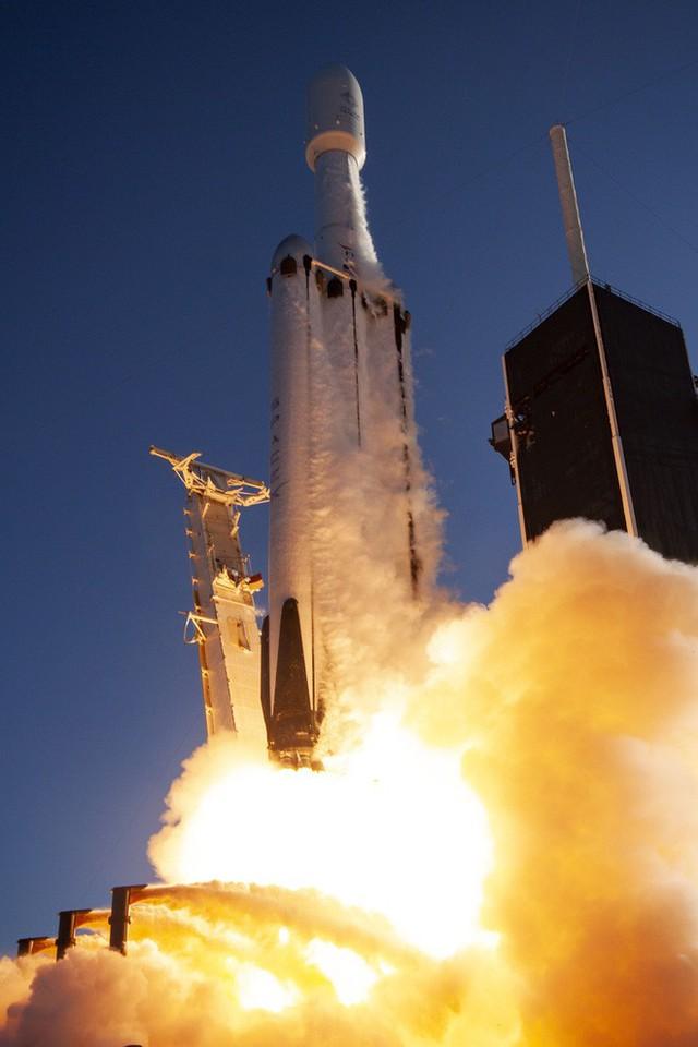 Ba nghiên cứu vừa đi theo tàu Falcon Heavy lên Vũ trụ sẽ thay đổi thế giới: buồm ánh sáng, nhiên liệu tên lửa sạch và đồng hồ nguyên tử - Ảnh 1.