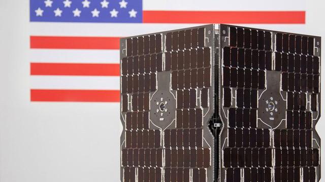 Ba nghiên cứu vừa đi theo tàu Falcon Heavy lên Vũ trụ sẽ thay đổi thế giới: buồm ánh sáng, nhiên liệu tên lửa sạch và đồng hồ nguyên tử - Ảnh 2.