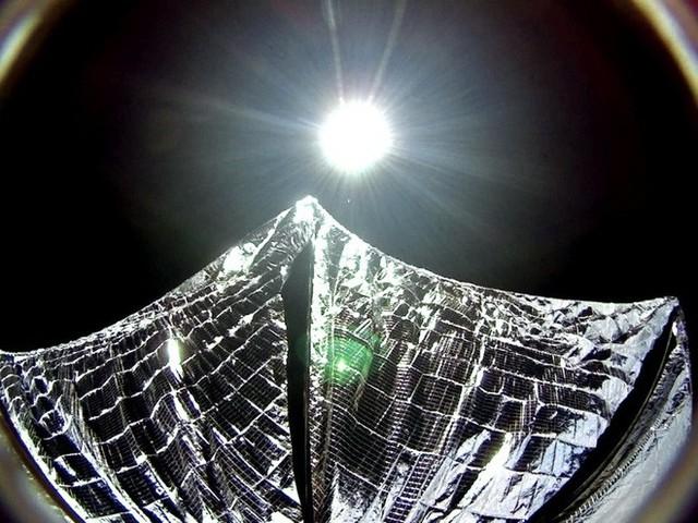 Ba nghiên cứu vừa đi theo tàu Falcon Heavy lên Vũ trụ sẽ thay đổi thế giới: buồm ánh sáng, nhiên liệu tên lửa sạch và đồng hồ nguyên tử - Ảnh 3.